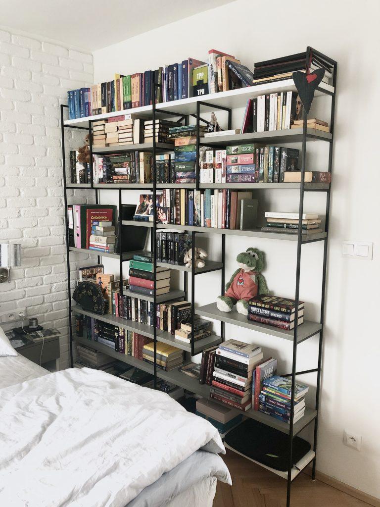 Realizácia knižnice a nočného stolíka na mieru, máj 2019