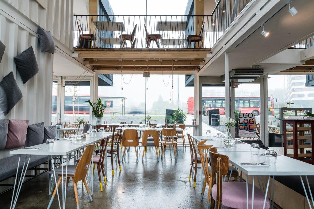 Výroba stolov na mieru do reštaurácie Galéria Kontajner, Bosákova, Bratislava (aug. 2019)