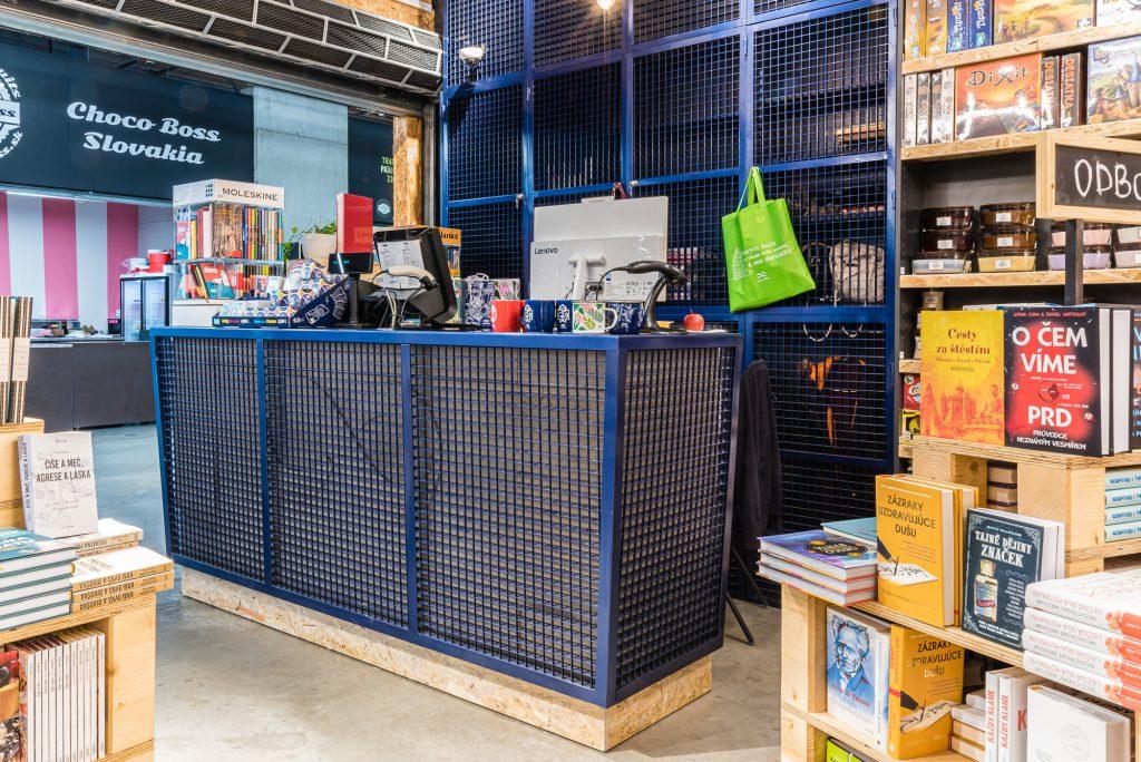 Kovové prvky interiéru predajne Panta Rhei, Freshmarket (november 2019), návrh interiéru: CONCEPT ARCHITECTS
