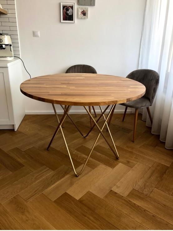 Jedálenský stôl, konferenčný stôl, stoličky a TV stojan na mieru, jún 2020